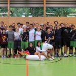 Ultimate Frisbee Abteilung beim Training. Gruppenbild